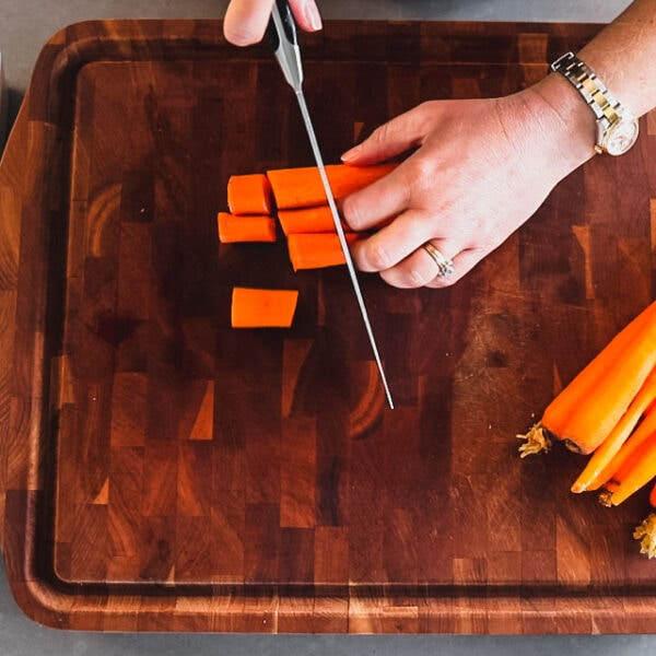 cutting carrots in large chunks