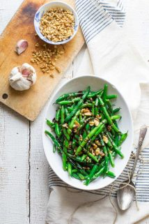 These Green Beans with Walnuts and Balsamic are one of my favorite vegetable side dishes of all times! Simple, quick, elegant and delicious.   Healthy Seasonal Recipes #glutenfree #vegan #dairyfree #vegetarian