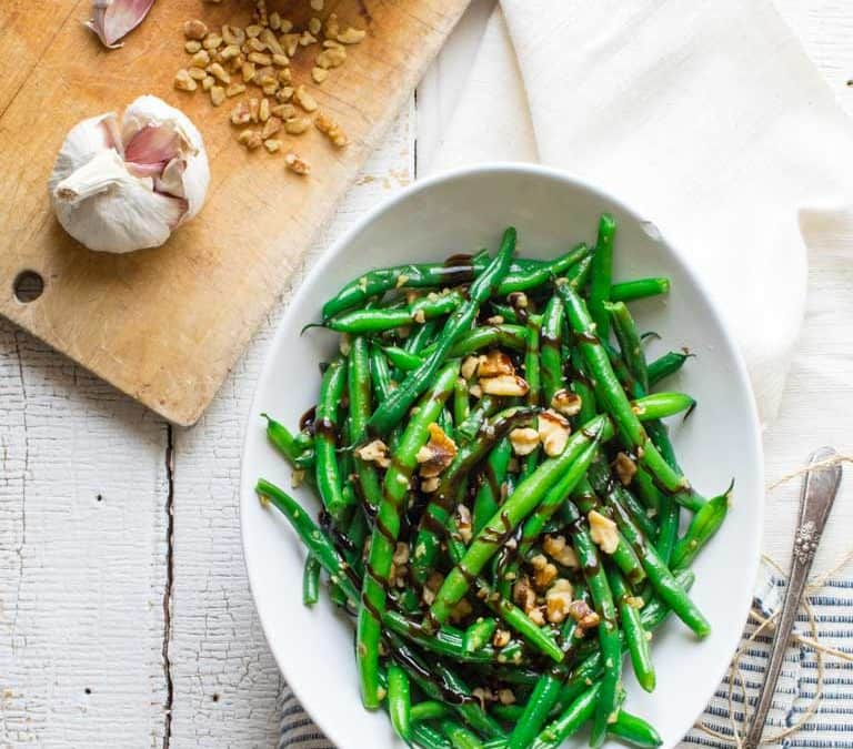 balsamic green beans with walnuts