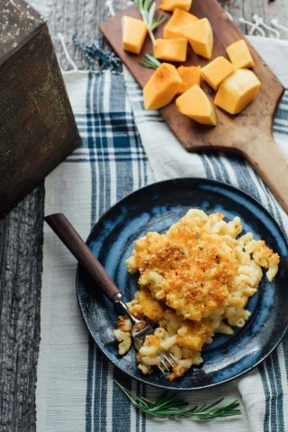 Healthy Macaroni and Cheese with Butternut Squash- A fun fall twist of your favorite comfort food- the perfect addition to your Thanksgiving meal or for a kid-friendly weeknight meal | Healthy Seasonal Recipes @healthyseasonal #vegetarian