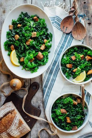 This Overnight Kale Caesar Salad is the perfect make-ahead vegetarian dish! | Healthy Seasonal Recipes #vegetarian #entreesalad #makeahead