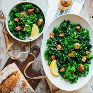 This Overnight Kale Caesar Salad is the perfect make-ahead vegetarian dish! | Healthy Seasonal Recipes #vegetarian #entreesalad #makeahead