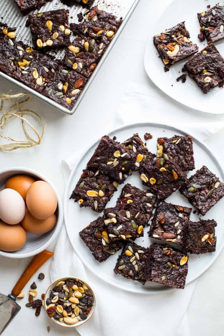 TThese Fudgy Greek Yogurt Trail Mix Brownies are the perfect treat to take to your next picnic or barbecue. Healthy Seasonal Recipes #brownie #dessert #chocolate #kidfriendly #greekyogurt