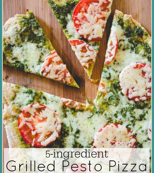 5-ingredient grilled pesto pizza