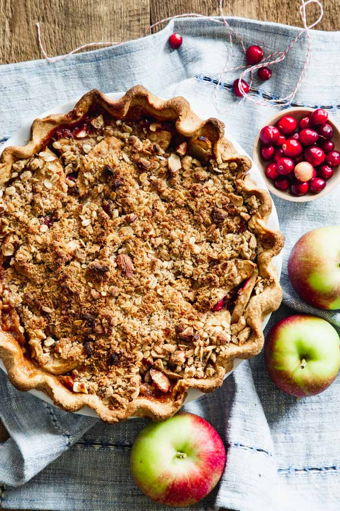 apple crumb pie overhead