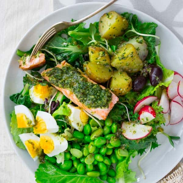 pesto salmon and edamame salad niçoise