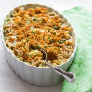 Healthy Macaroni and Cheese with Cauliflower Peas and Edamame