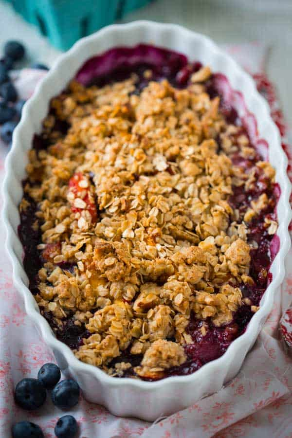 closeup of peach blueberry crisp