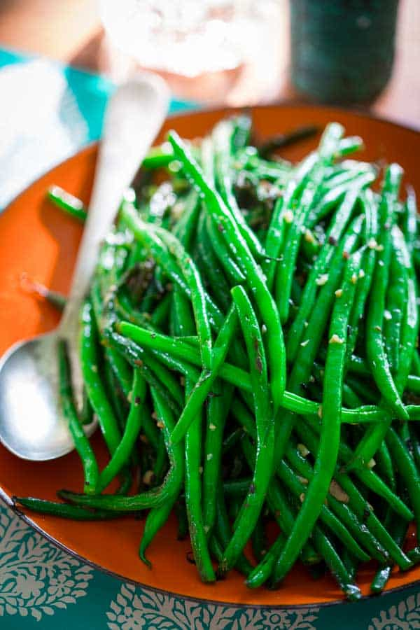 Simple Skillet Green Beans- 15 minutes, Just garlic, olive oil an red pepper flake! Paleo, vegan and naturally gluten-free. On Healthy Seasonal Recipes. #Vegan #Paleo #Glutenfree #Greenbeans