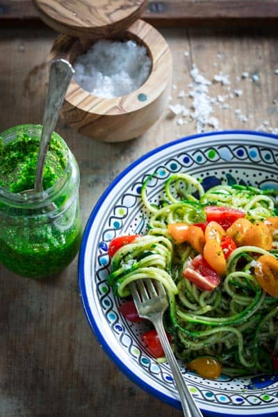 These spiralized zucchini noodles are a no-cook meal that's ready in 15 minutes by Healthy Seasonal Recipes you'll just love this summer!