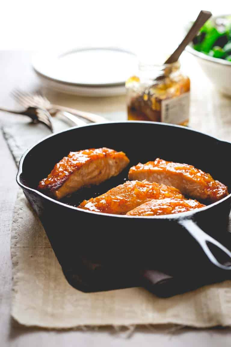 super simple and healthy salmon recipe- just salt, oil, salmon, marmalade and Sriracha hot sauce. That's it! 10 minutes of prep, 20 minutes total.