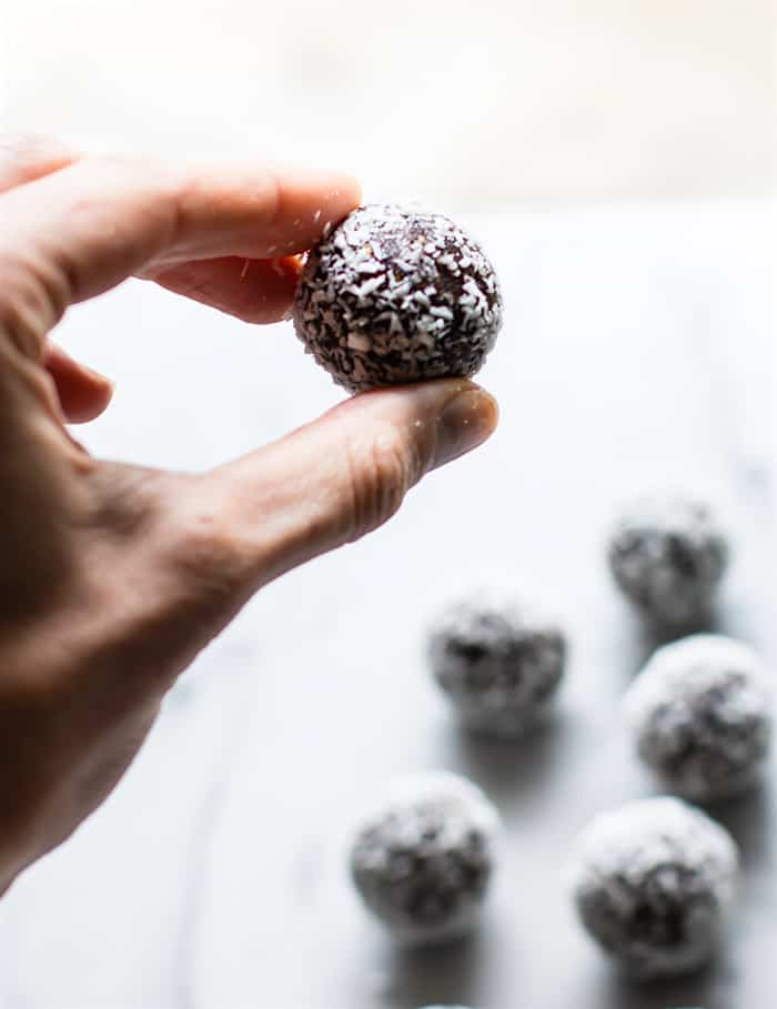These no Bake Coconut Apricot Fig Bites on Healthy Seasonal Recipes are vegan and paleo friendly and make a great after school snack.
