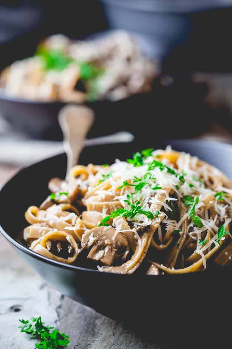 vegetarian fettuccine carbonara with mushrooms