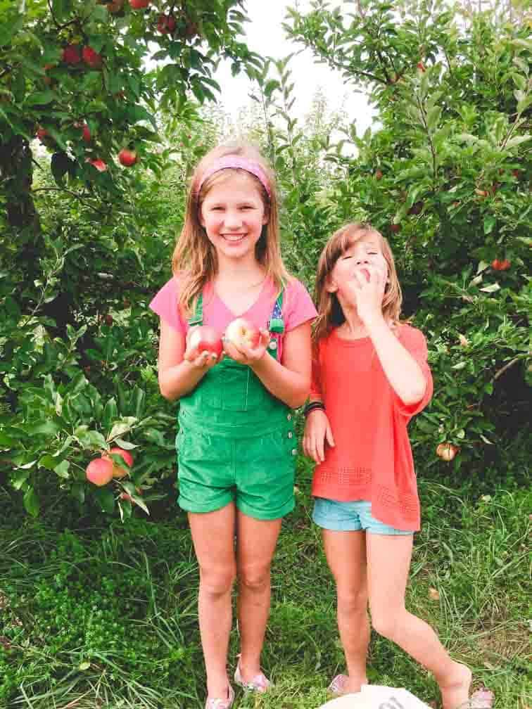 Girls apple picking | Healthy Seasonal Recipes