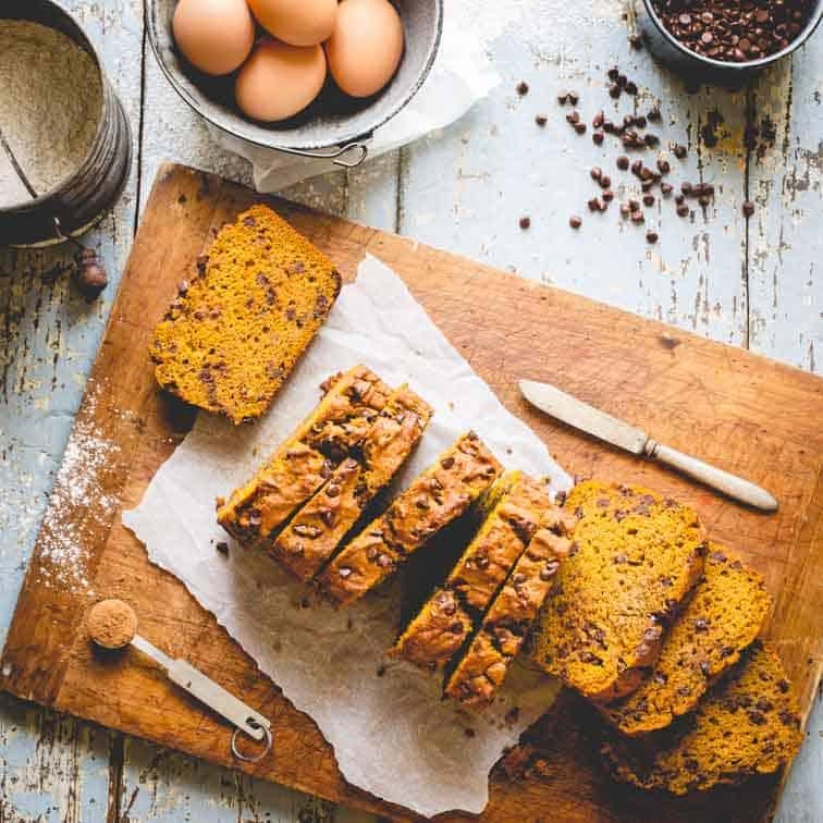 healthy chocolate chip pumpkin bread