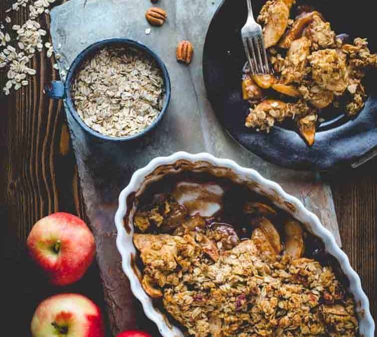 maple-sweetened healthy apple crisp