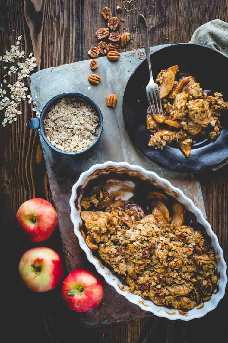 maple-sweetened healthy apple crisp