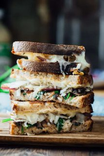 This Skinny Vegetable Reuben is loaded with sautéed mushrooms, onions and spinach, topped with lacto-fermented sauerkraut and sauced with home-made skinny Russian dressing. It is ready in less than 30 minutes for an awesome vegetarian meal the whole family will love! | Healthy Seasonal Recipes | Katie Webster