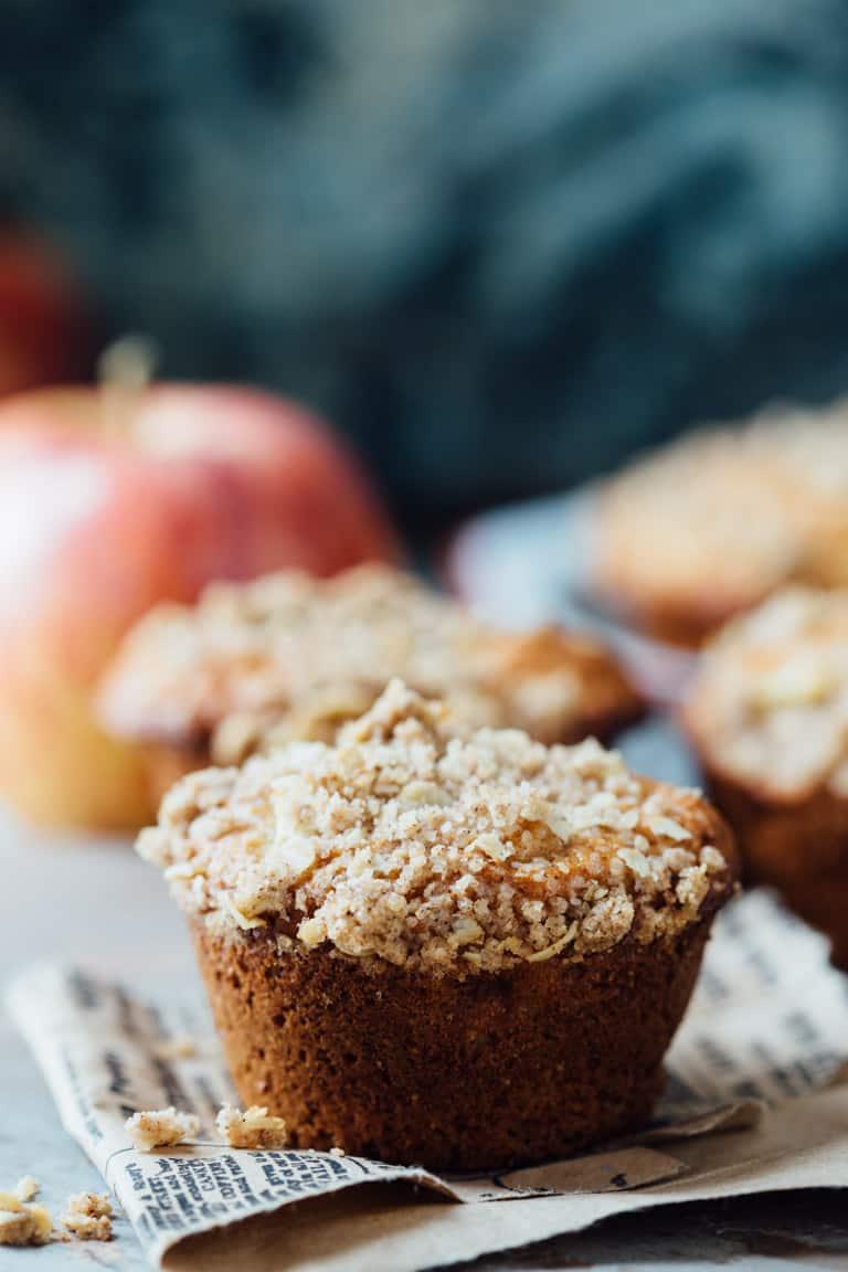 Healthy Apple Crumb Muffins