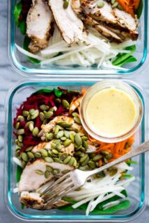 High-protein, gluten-free Meal Prep recipe: Spinach, Beet and Chicken Power Salads. 400 calories and 36 grams of protein. Only 10 grams of net carbs. #mealprep #highprotein #glutenfree #chicken #lowcarb #lunch