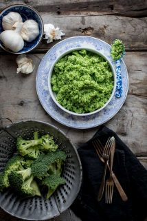 Garlic Mashed Broccoli, a easy vegan side dish. #vegan #glutenfree #lowcarb #broccoli