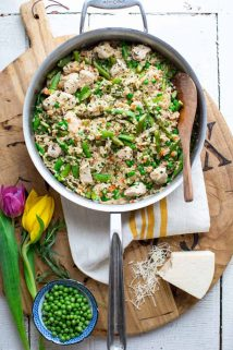 One Pot Chicken and Brown Rice with Spring Veggies. 30 minutes, gluten-free and kid approved! #onepotrecipe #chickenrecipe #healthyweeknight #30minutedinner