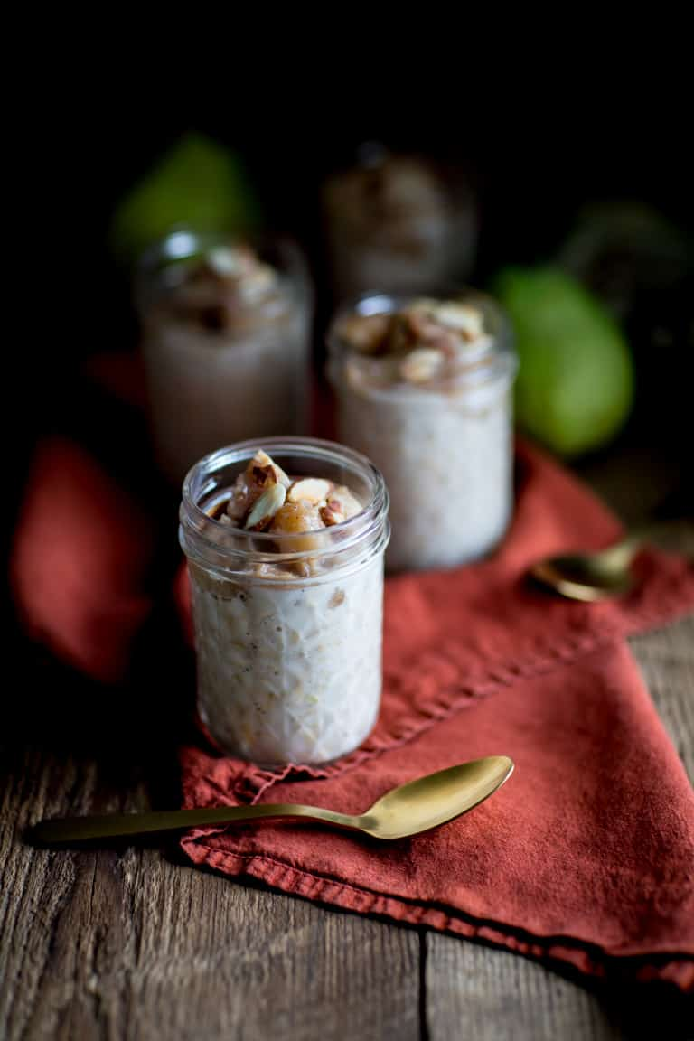 These Vanilla Roasted Pear Overnight Oats are high in protein and made with no added sugar. They're a nutritious and easy way to start your fall mornings. Healthy Seasonal Recipes | #pear #overnightoats #mealprep #highprotein #noaddedsugar #breakfast #glutenfree #healthy