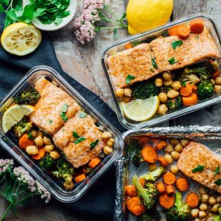 Sheet Pan Salmon Dinner with Moroccan Spice | Healthy Seasonal Recipes. A healthy one-pan meal prep dinner ready in only 30 minutes! The salmon is roasted with Broccoli, carrots and chickpeas with lemon, spice and parsley to add lots of fresh flavor. #sheetpan #mealprep #weeknight #easy #glutenfree #salmon #moroccan #onepan #broccoli #carrots