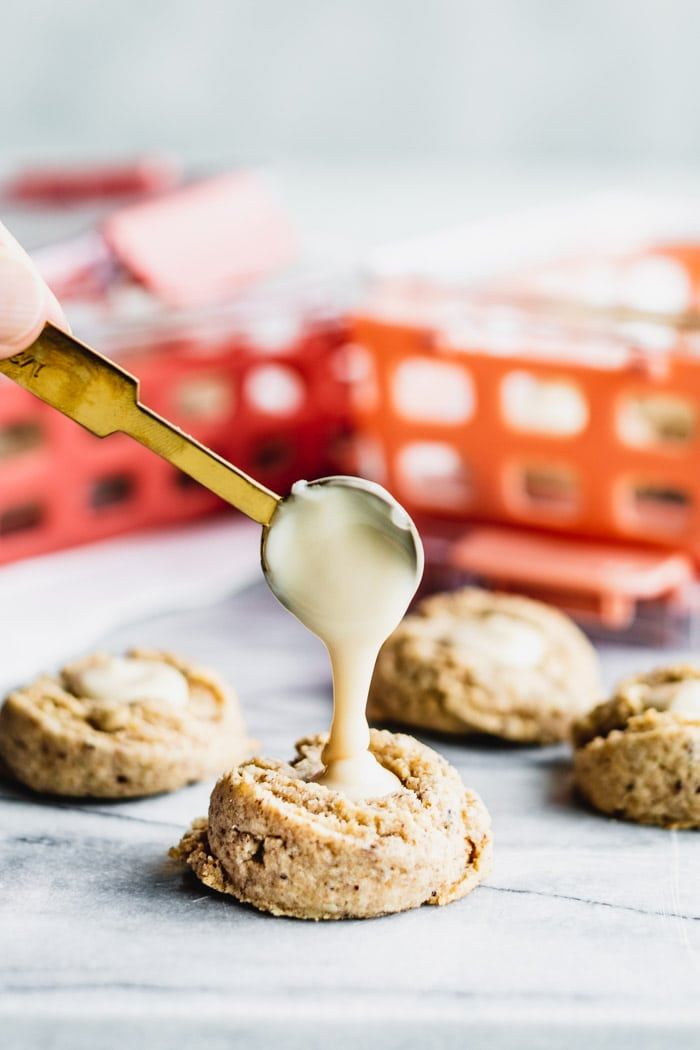 filling a thumbprint with maple cream