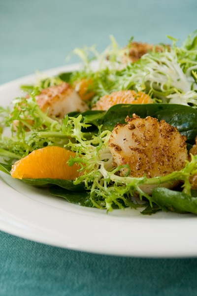 tangerine salad with coriander crusted scallops