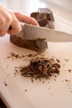 Tempering chocolate: Chopping